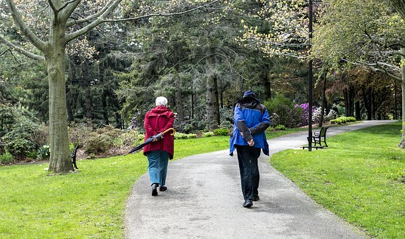 ** Spaziergang im Dorf ** -Seniorenlotsen planen coronagerechtes Angebot-